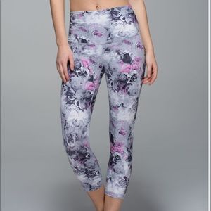 Lululemon Wunder Under Crop Roll Down size 4
